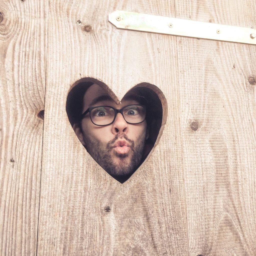 Ich schau aus einem Herzfenster raus.
